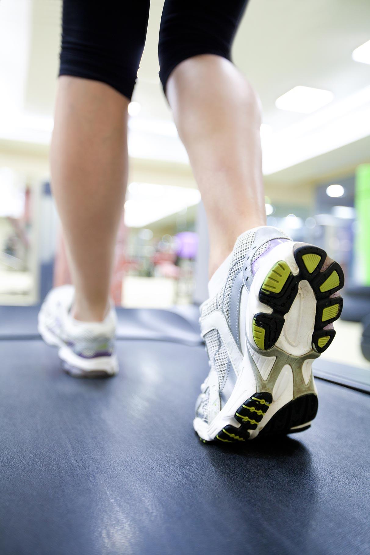 Person auf dem Laufband - Laufanalyse